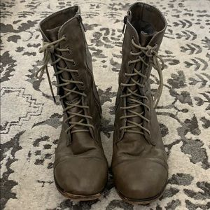 Shoes - DSW combat boot